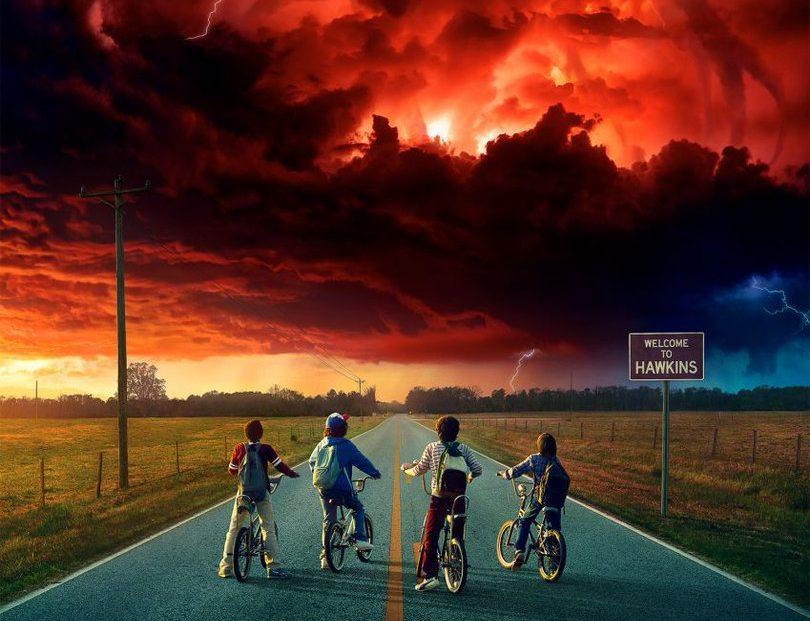 StrangerThingsSaison2Poster e1499892195609 Netflix se la joue Oldschool avec un jeu retro et gratuit à leffigie de Stranger Things