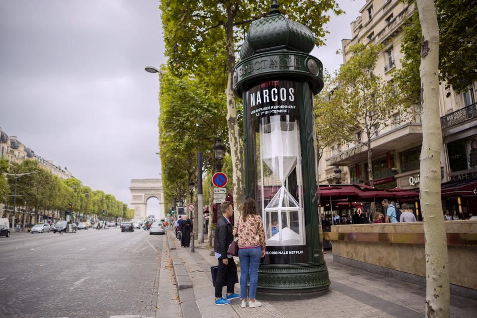 colonnes morris ubi bene netflix narcos - Les meilleures campagnes de communication Netflix