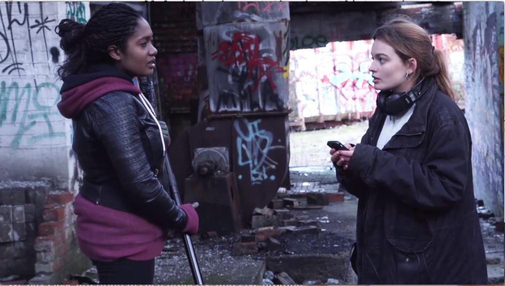 badger lane macker emma 1 - Emma Mackey : tout sur la bad girl de Sex Education (Netflix)