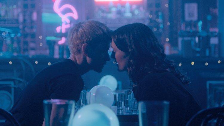 Feel Good : une romance lesbienne avec Mae Martin (et Lisa Kudrow alias Phoebe de Friends)