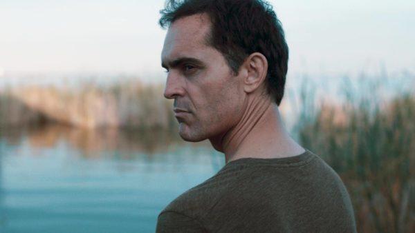 """pedro alonso silence des marais 600x338 - Le silence du marais : un vibrant thriller avec Pedro Alonso, Berlin de """"La Casa de Papel"""""""
