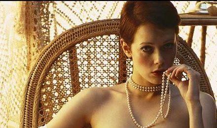 Emmanuelle : le film érotique des années 70 sera disponible le 1er juillet sur Netflix
