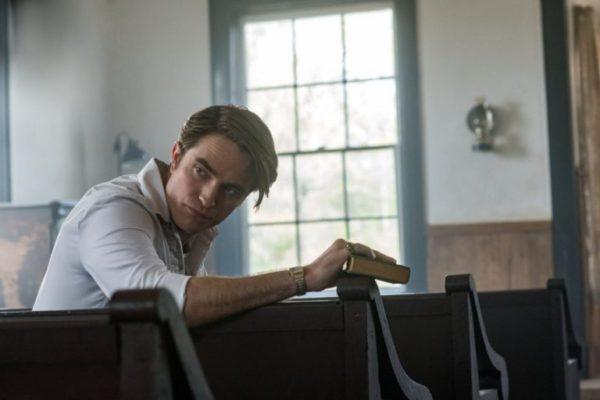 robert pattinson netflix le diable tout le temps 600x400 - Le diable, tout le temps : casting grandiose et premières images pour ce thriller horrifique attendu pour septembre sur Netflix