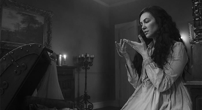 The Haunting of Bly Manor : histoire singulière de l'épisode 8 et portrait bouleversant de la dame du Lac