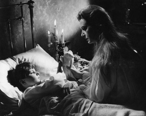the innocents - The Haunting of Bly Manor : histoire singulière de l'épisode 8 et portrait bouleversant de la dame du Lac