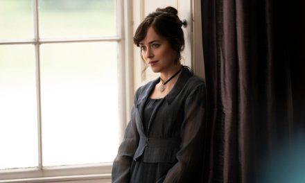 Persuasion : découvrez les premières images du film adapté du roman de Jane Austen, avec Dakota Johnson