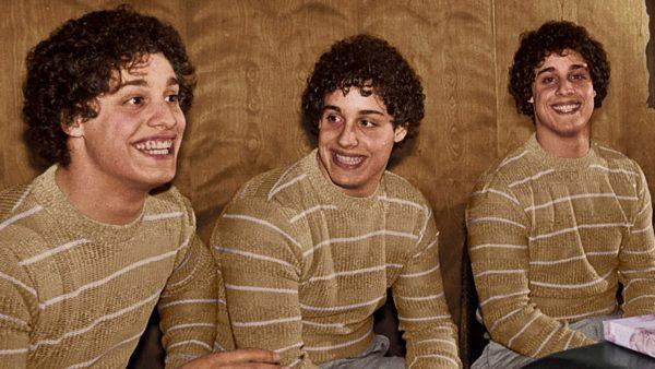 three identical strangers netflix 600x338 - Three identical strangers : que pensent les internautes de ce documentaire au récit invraisemblable ? (avis)