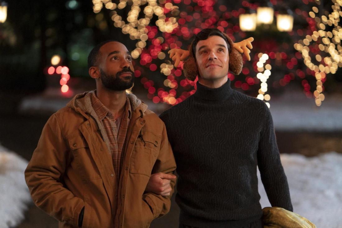 que souffle la romance netflix 1100x733 - En novembre, faites le plein de comédies romantiques de Noël sur Netflix (Sorties 2021)